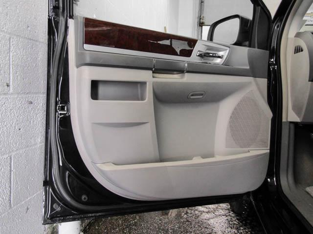 2010 chrysler town country touring rear view camera alloys heated power front seats at. Black Bedroom Furniture Sets. Home Design Ideas