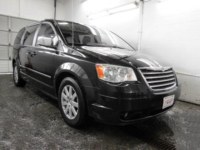 2010 Chrysler Town & Country Touring (Stk: N8-54701) in Burnaby - Image 2 of 25