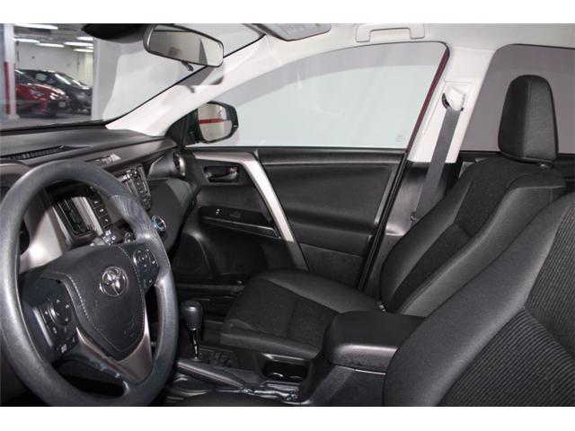 2018 Toyota RAV4 LE (Stk: 297583S) in Markham - Image 7 of 24
