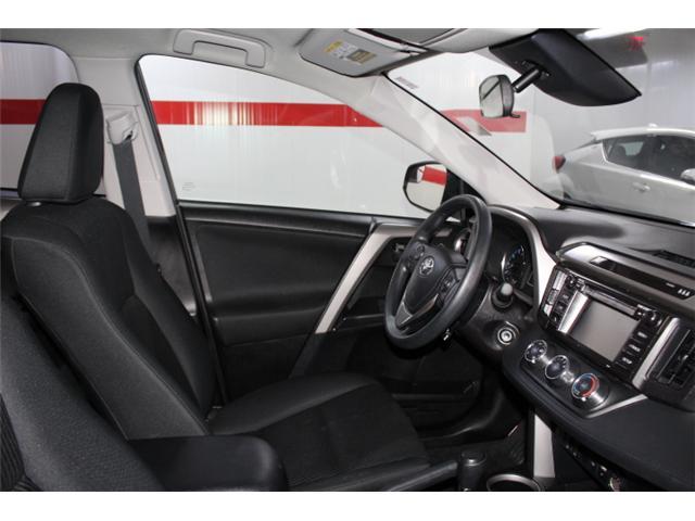 2018 Toyota RAV4 LE (Stk: 297585S) in Markham - Image 15 of 23