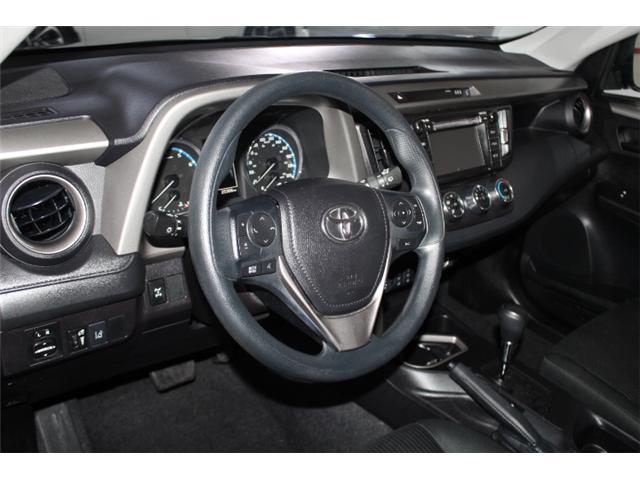 2018 Toyota RAV4 LE (Stk: 297585S) in Markham - Image 8 of 23