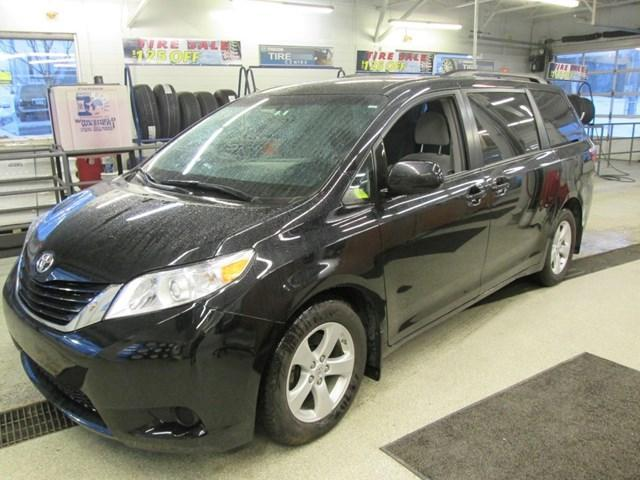 2017 Toyota Sienna LE 8 Passenger (Stk: M2605) in Gloucester - Image 1 of 20