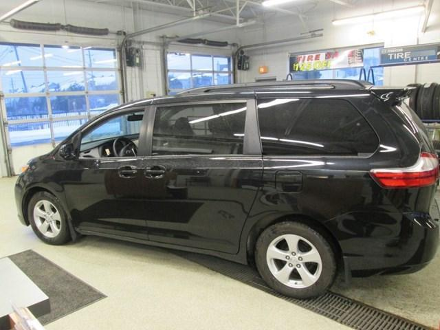 2017 Toyota Sienna LE 8 Passenger (Stk: M2605) in Gloucester - Image 2 of 20