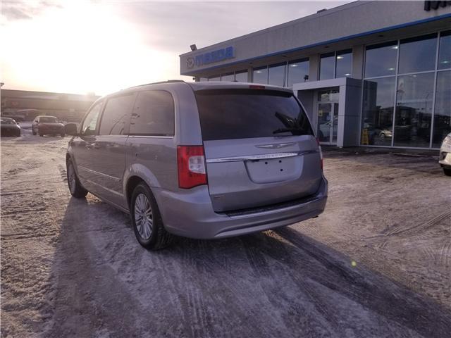 2016 Chrysler Town & Country Touring-L (Stk: M19027B) in Saskatoon - Image 2 of 25