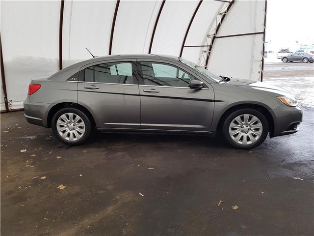 2012 Chrysler 200 LX (Stk: 1813041) in Thunder Bay - Image 2 of 15