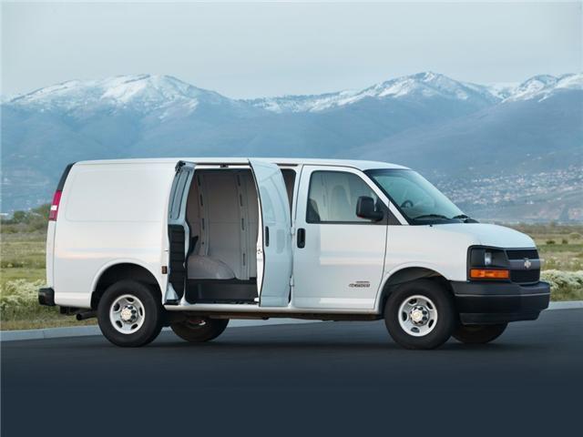 2017 Chevrolet Express 2500 1WT (Stk: J19015) in Brandon - Image 3 of 6