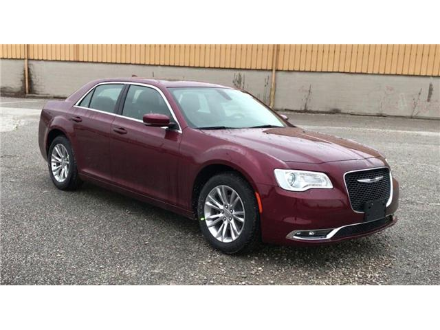 2019 Chrysler 300 Touring (Stk: 19868) in Windsor - Image 2 of 14