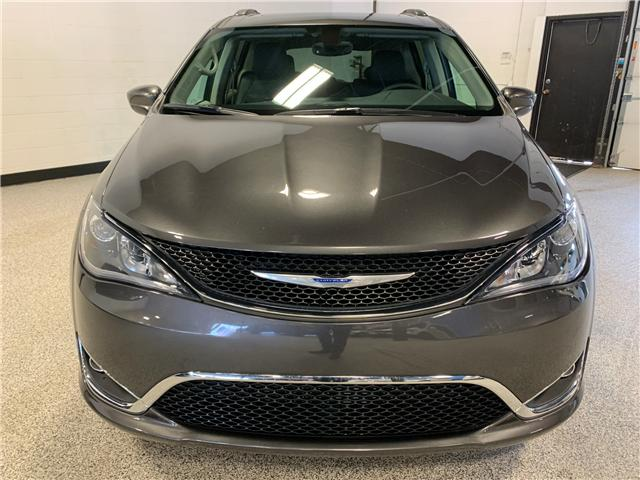 2018 Chrysler Pacifica Touring-L Plus (Stk: P11976) in Calgary - Image 2 of 20