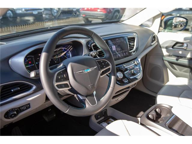 2018 Chrysler Pacifica Hybrid Touring-L (Stk: K594374A) in Surrey - Image 10 of 25