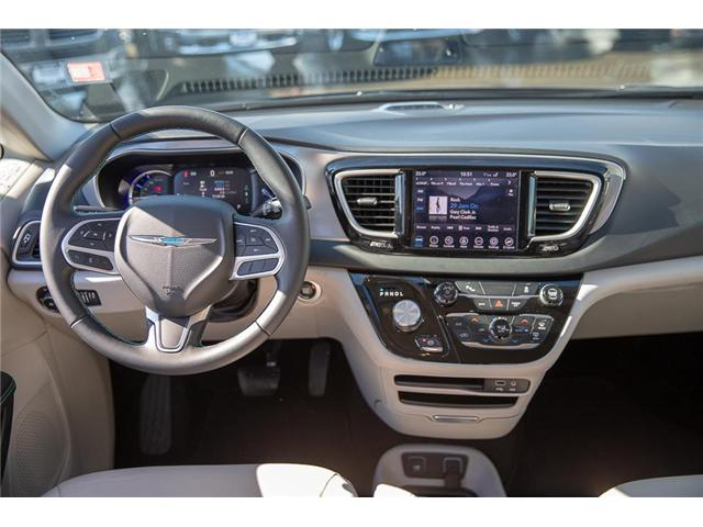 2018 Chrysler Pacifica Hybrid Touring-L (Stk: K594374A) in Surrey - Image 13 of 25