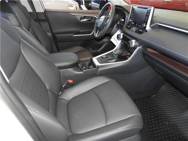 2019 Toyota RAV4 Limited (Stk: 190200) in Cochrane - Image 8 of 11