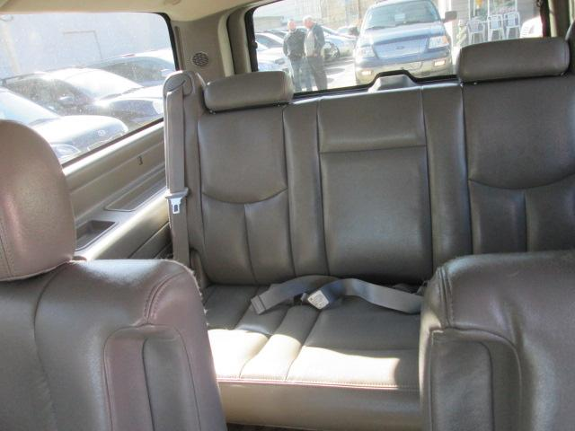 2004 Chevrolet Suburban 1500 Off Road Suspension and Appearance Pkg. (Stk: bp595) in Saskatoon - Image 8 of 18