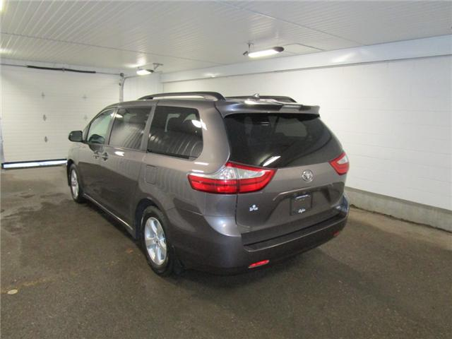 2019 Toyota Sienna LE 8-Passenger (Stk: F170626) in Regina - Image 10 of 38