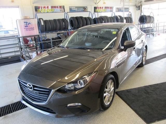 2016 Mazda Mazda3 GS (Stk: 204861) in Gloucester - Image 1 of 17