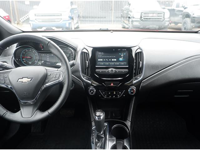 2017 Chevrolet Cruze Hatch Premier Auto (Stk: 19336A) in Peterborough - Image 16 of 19