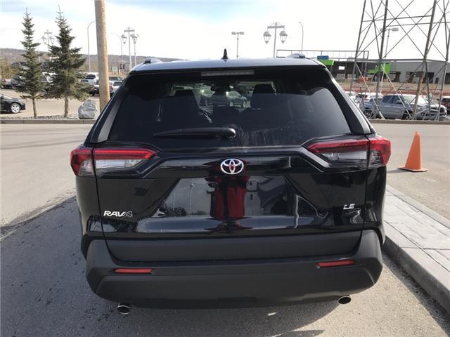 2019 Toyota RAV4 LE (Stk: 190215) in Cochrane - Image 4 of 14