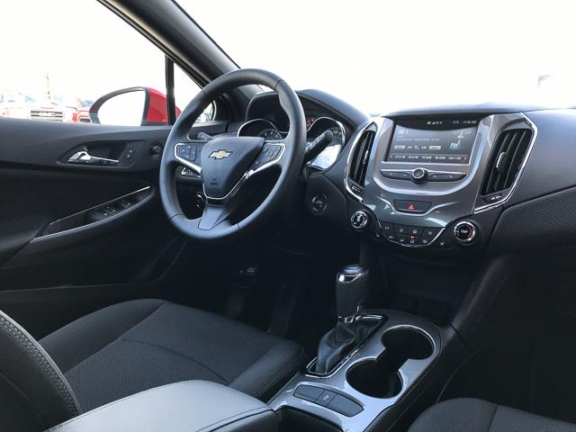 2017 Chevrolet Cruze Hatch LT Auto (Stk: 9C44571) in North Vancouver - Image 4 of 28