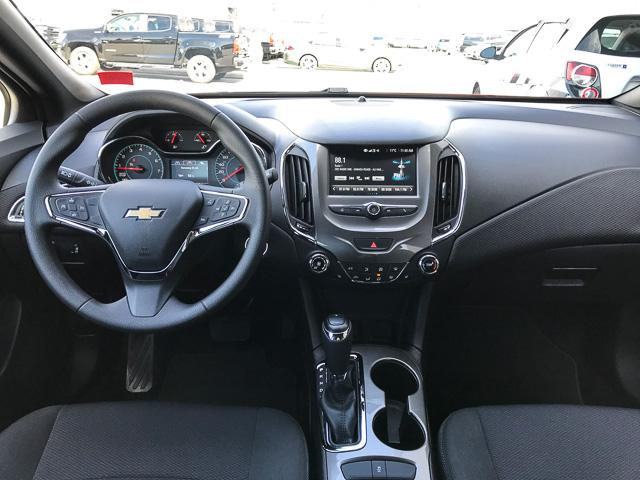2017 Chevrolet Cruze Hatch LT Auto (Stk: 9C44571) in North Vancouver - Image 11 of 28