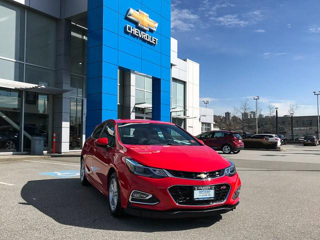 2017 Chevrolet Cruze Hatch LT Auto (Stk: 9C44571) in North Vancouver - Image 2 of 28