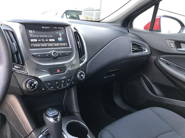 2017 Chevrolet Cruze Hatch LT Auto (Stk: 9C44571) in North Vancouver - Image 10 of 28