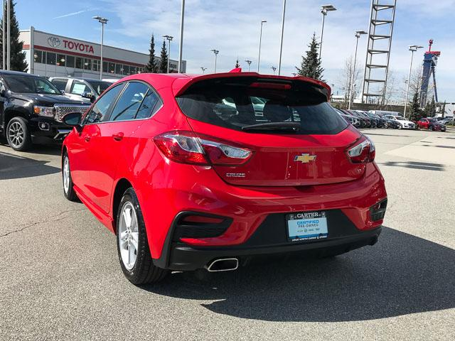 2017 Chevrolet Cruze Hatch LT Auto (Stk: 9C44571) in North Vancouver - Image 3 of 28