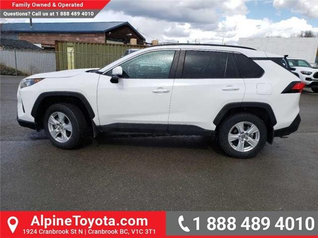 2019 Toyota RAV4 LE (Stk: W041295) in Cranbrook - Image 2 of 17