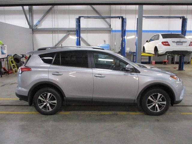 2018 Toyota RAV4 LE (Stk: MX1058) in Ottawa - Image 2 of 20