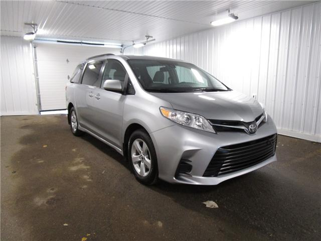 2019 Toyota Sienna LE 8-Passenger (Stk: F170635 ) in Regina - Image 3 of 33