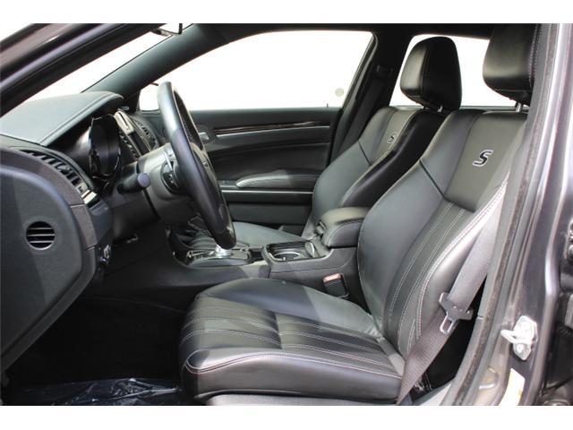 2018 Chrysler 300 S (Stk: H195610) in Courtenay - Image 5 of 30