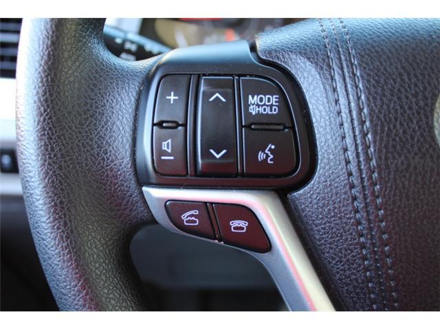 2017 Toyota Sienna 7 Passenger (Stk: S868158) in Courtenay - Image 9 of 27