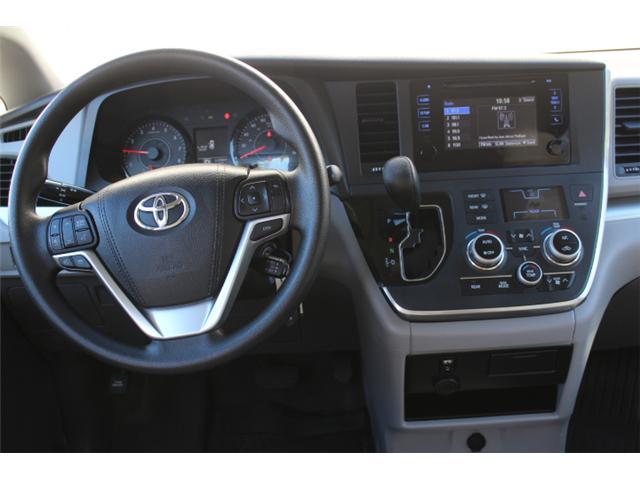 2017 Toyota Sienna 7 Passenger (Stk: S868158) in Courtenay - Image 13 of 27