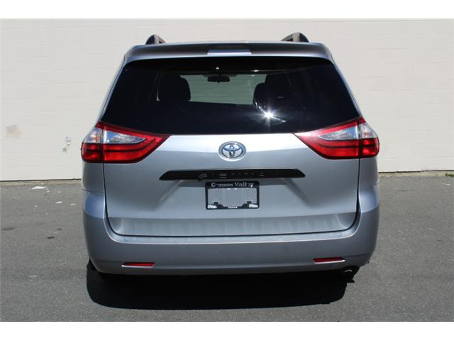 2017 Toyota Sienna 7 Passenger (Stk: S868158) in Courtenay - Image 24 of 27