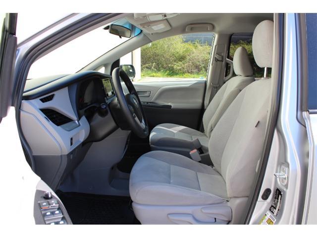 2017 Toyota Sienna 7 Passenger (Stk: S868158) in Courtenay - Image 5 of 27