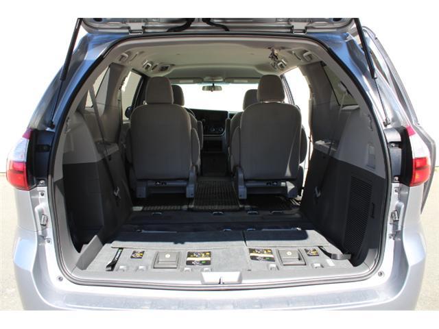 2017 Toyota Sienna 7 Passenger (Stk: S868158) in Courtenay - Image 7 of 27
