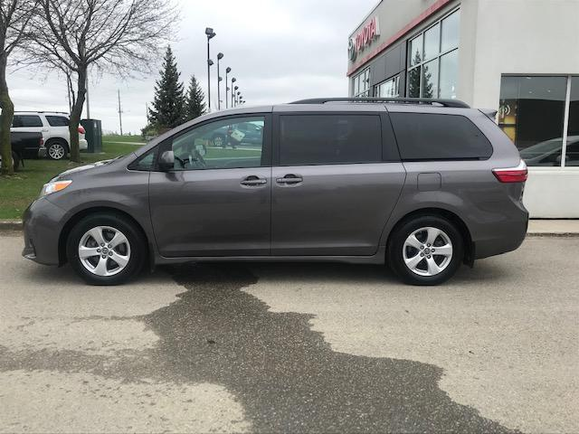 2019 Toyota Sienna LE 8-Passenger (Stk: U01294) in Guelph - Image 2 of 18