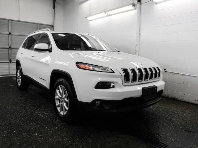 2016 Jeep Cherokee North (Stk: P9-56761) in Burnaby - Image 2 of 23