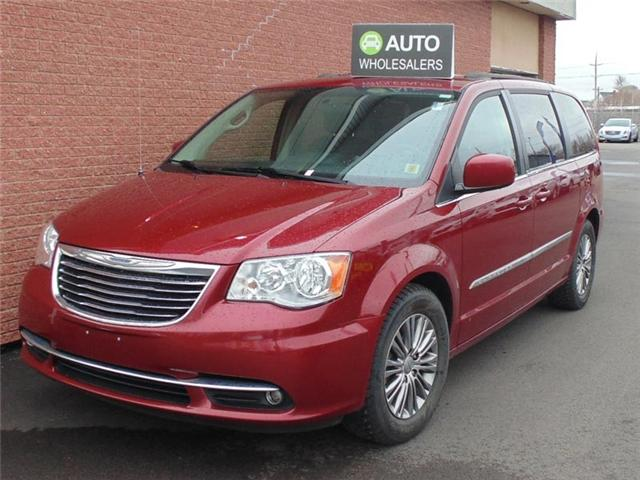 2014 Chrysler Town & Country Touring-L (Stk: N325TA) in Charlottetown - Image 1 of 7