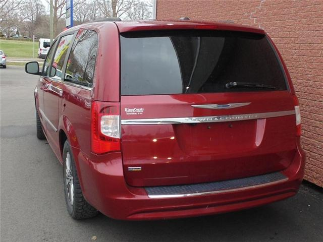 2014 Chrysler Town & Country Touring-L (Stk: N325TA) in Charlottetown - Image 2 of 7