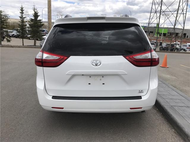 2019 Toyota Sienna LE 7-Passenger (Stk: 2846) in Cochrane - Image 4 of 14