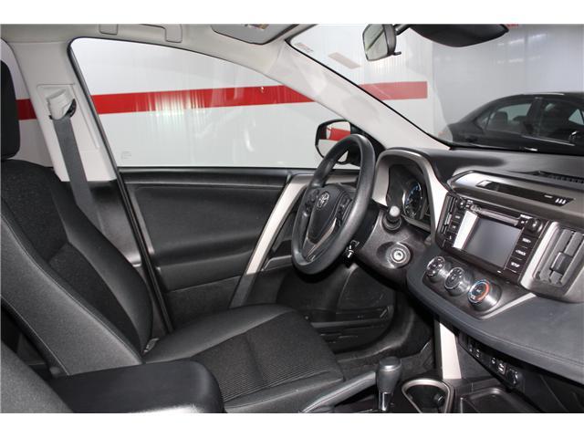 2018 Toyota RAV4 LE (Stk: 298154S) in Markham - Image 15 of 24