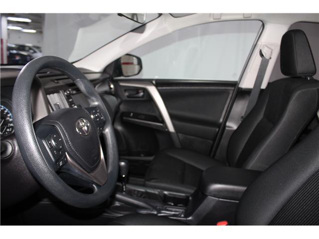 2018 Toyota RAV4 LE (Stk: 298154S) in Markham - Image 7 of 24