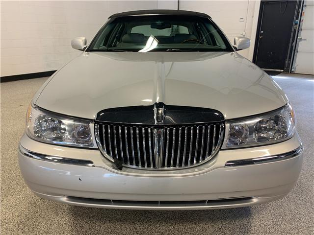 2001 Lincoln Town Car Cartier (Stk: P12033) in Calgary - Image 2 of 18