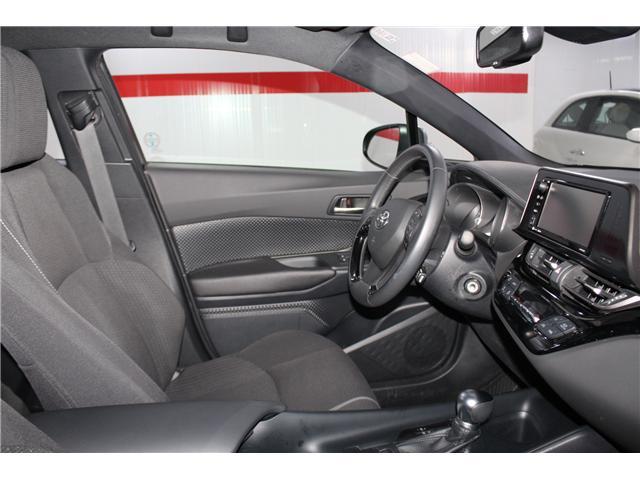 2018 Toyota C-HR XLE (Stk: 298131S) in Markham - Image 16 of 25