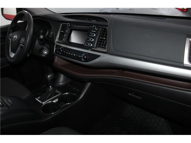 2017 Toyota Highlander LE (Stk: 298136S) in Markham - Image 16 of 24