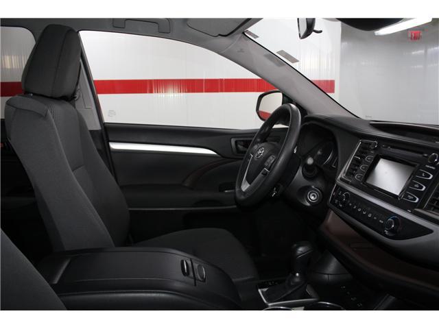 2017 Toyota Highlander LE (Stk: 298136S) in Markham - Image 15 of 24