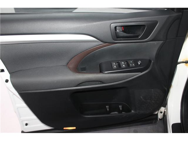 2017 Toyota Highlander LE (Stk: 298136S) in Markham - Image 5 of 24
