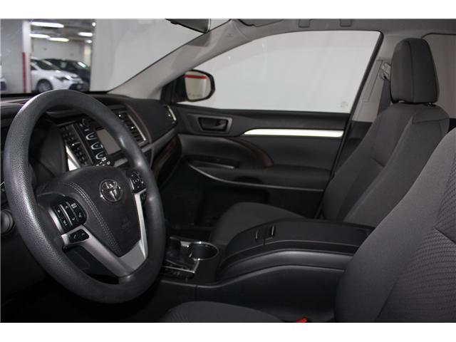 2017 Toyota Highlander LE (Stk: 298136S) in Markham - Image 7 of 24