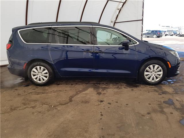 2018 Chrysler Pacifica L (Stk: 1812311R) in Thunder Bay - Image 2 of 12