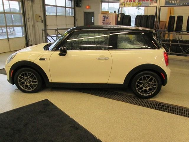 2018 MINI 3 Door Cooper (Stk: 206391) in Gloucester - Image 2 of 16