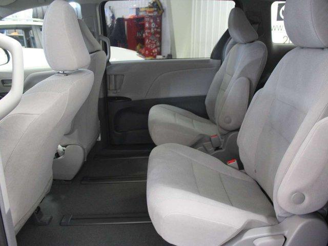 2019 Toyota Sienna 7-Passenger (Stk: S011685) in Winnipeg - Image 23 of 26